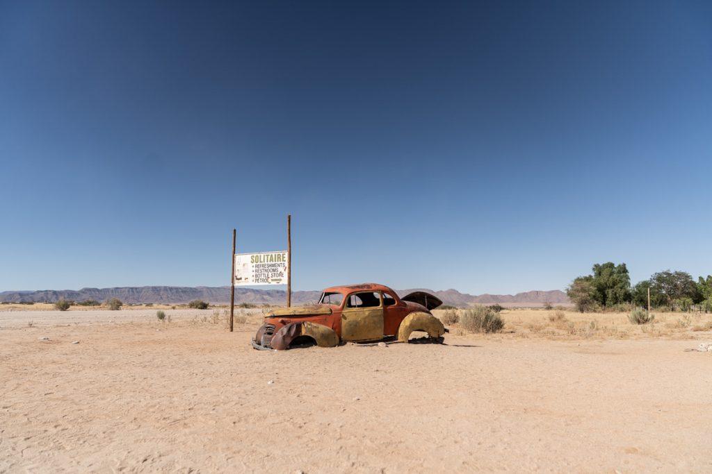 Roadtrip en Namibie, pause photo à Solitaire et ses épaves enlisées