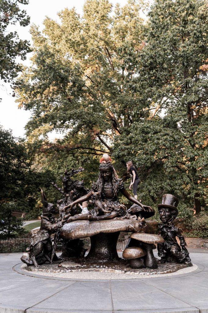 Central Park Statue Alice aux Pays des Merveilles