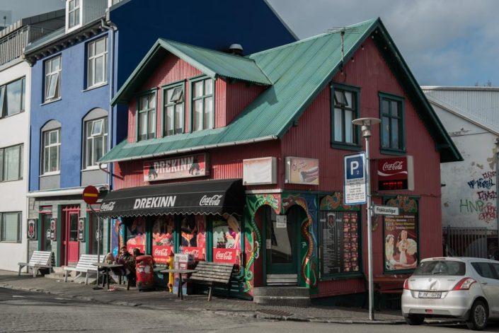 road trip islande reykjavik color street