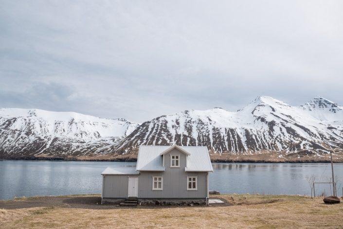 paysage islandais avec petite maison