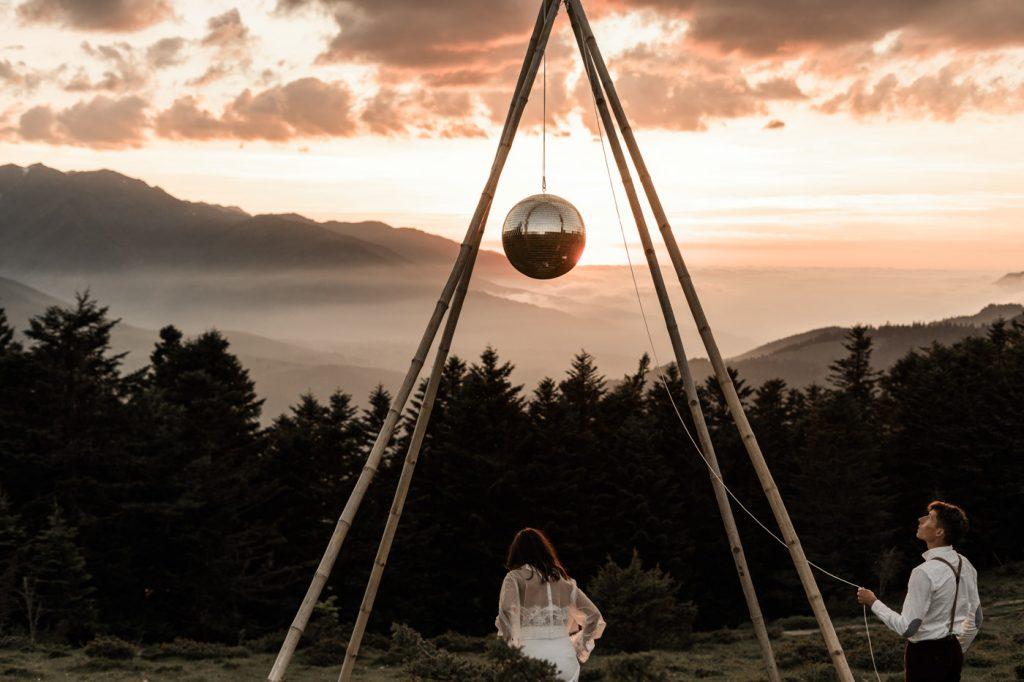 Elopement dans les montages - Ambiance Disco Mountains
